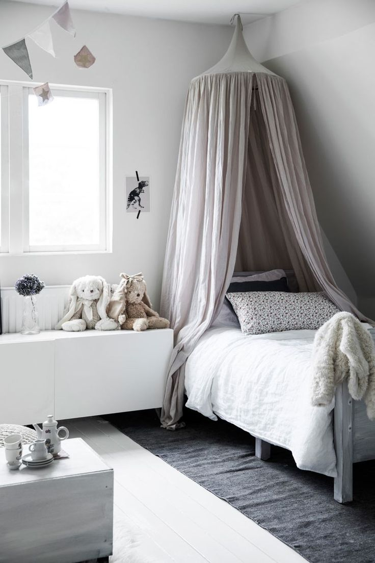 kidsroom with canopy