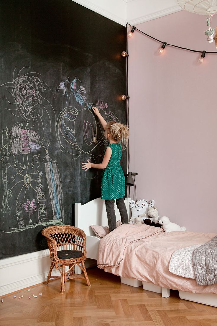 10 kids rooms with fun chalkboard walls - Paul & Paula