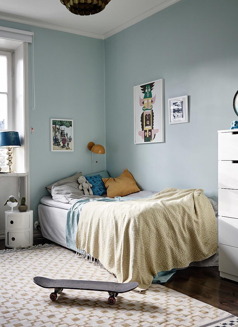 kids room blue walls