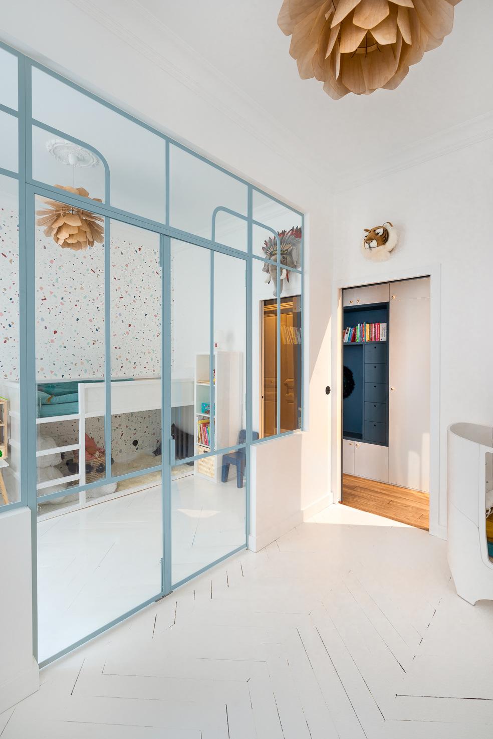 paris kids room white floor