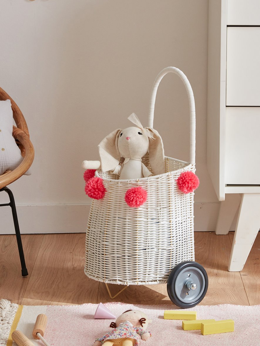 childrens-basket-with-wheels