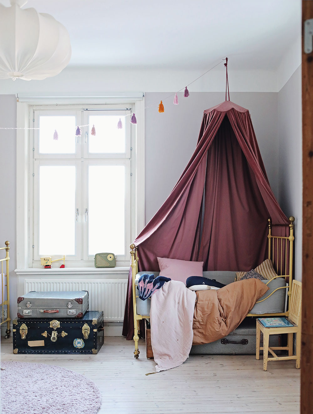 kids room pink canopy