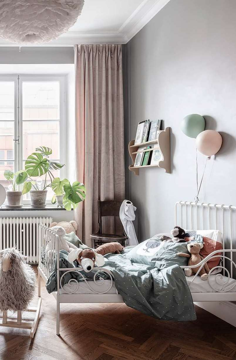 unique and fantastically decorated family apartment